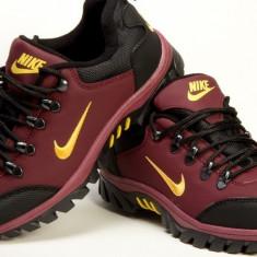 Bocanci Nike - Adidasi barbati, Marime: 44, Culoare: Din imagine