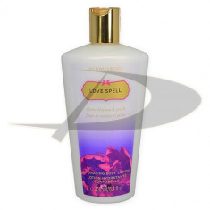 Lotiune de corp Victoria's Secret Love Spell - Crema de corp
