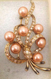 Brosa dama- vintage placata cu aur galben 18K ,perle si pietre  Swarovski