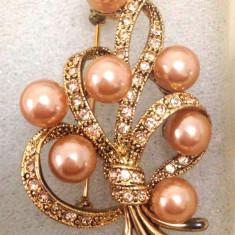 Brosa- vintage placata cu aur 18K, perle si pietre Swarovski - Brosa placate cu aur