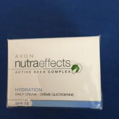 Crema de zi nutraeffects SPF 15 - Crema de fata Avon
