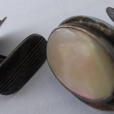Butoni vechi din argint cu sidef - de colectie (1)