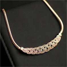 Colier cu pandativ impletit, placat cu aur fin si cristale stalucitoare - Colier placate cu aur
