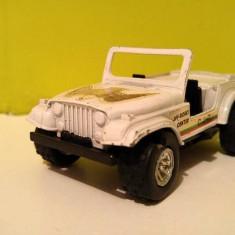 Masinuta metal Macheta Jeep CJ-7 scara 1/36, fier si plastic, roti de cauciuc - Vehicul