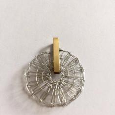 MEDALION DESIGN AUR 8 K - Pandantiv aur alb