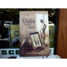 Viata incepe vineri - cu o postfata de Mircea Cartarescu, Ioana Parvulescu, 2013 - Roman