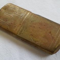 RARA Bricheta din metal VECHE de Colectie cu marcaj executata manual in alama - Bricheta de colectie, Cu benzina