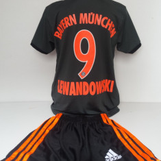 Echipament sportiv fotbal copii Bayern Munchen Lewandowski model nou - Set echipament fotbal, Marime: Alta