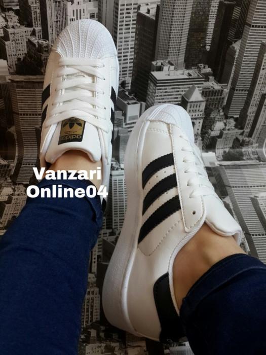 Adidasi Adidas Superstar foto mare