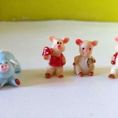 Lot 4 purcelusi din material ceramic, miniaturi, 2-2.5cm