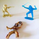 Lot 3 figurine vechi, vintage: 1 cowboy si 2 indieni, diorama, decor, colectie