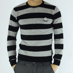 Pulover barbati in dungi gri cu negru guler baza gatului slim fit elegant casual, Marime: M, L, XXL, Culoare: Din imagine, La baza gatului
