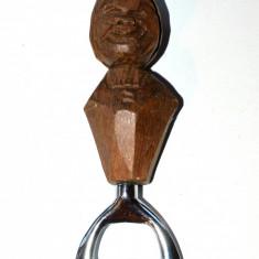 Deschizator vechi de sticle - maner din lemn sculptat