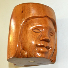 Cana realizata din lemn masiv sculptat