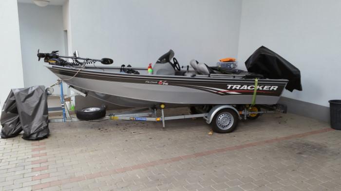 barca cu motor si peridoc tracker v15 sc arhiva okazii ro