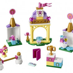 Lego® Disney Princess Grajdul Regal Al Lui Petite - L41144