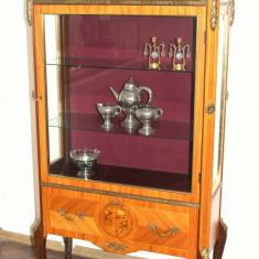 Eleganta vitrina din lemn masiv si furnir cu intarsii - Vitrina living