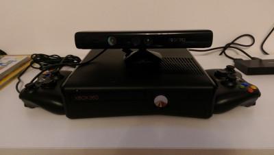 Consola Xbox 360 Slim Kinect+ Microfoane Wireless + 2 Controllere foto