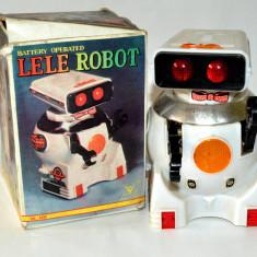 Jucarie veche de colectie robotel cu baterii - LELE ROBOT - defect