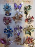 Martisoare - brose - flori colorate cu insertie de cristale