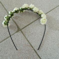 Cordeluta cu trandafiri, fashion, pentru adulti sau fetite, marime universala - Bentita