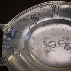 Fructiera veche Art Nouveau de cositor, metal argintat, placat cu argint, Tacamuri