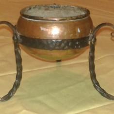 Vas vechi din cupru si fier forjat - Metal/Fonta