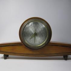 F Ceas de masa romanesc vechi, Fabricat in RPR, defect