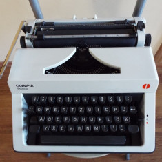 Masina scris mecanica OLYMPIA Monica - Masina de scris