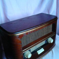 APARAT RADIO VINTAGE IMPECABIL