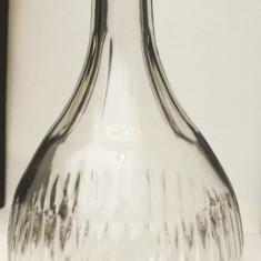 Carafa  veche din sticla turnata