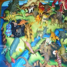 Lot urias cu dinozauri in cutie de depozitare - OKAZIE - Figurina Dinozauri Altele, Unisex