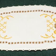 Mileu oval cu model in cruciulite