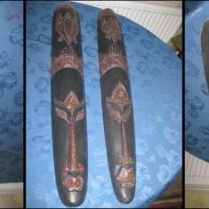 Africa-Masti mari colorate pereche lemn stare buna.