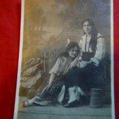 Ilustrata - Fotografie - 2 Femei in Costume populare Foto Stdio Brasov 1910