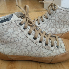 Pantofi din piele firma HEAD marimea 38, sunt noi! - Pantof dama, Culoare: Crem, Cu talpa joasa