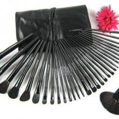 Set 32 pensule make-up Mac - Pensula machiaj