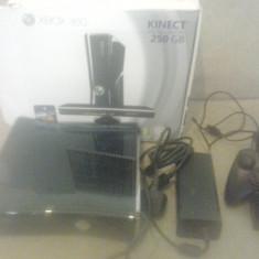 Consola Xbox 360 Microsoft S 250 GB + 4 Jocuri