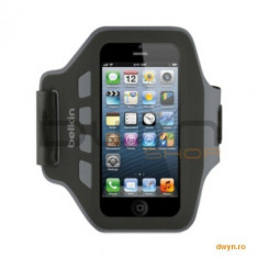 Husa armband pentru iPhone 5, Slim Fit, Neopren, Negru cu gri, F8W299vfC00 - Husa Telefon Belkin