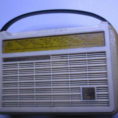 Un radio ORFEJ vechi si foarte rar de colectie din anii 60 si este defect - Aparat radio