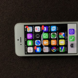 iPhone 5S Apple 16GB, argintiu, folie protectie fata/spate, stare impecabila, Neblocat