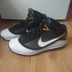 Nike Air Max LeBron VII - Black - White - Gold - Adidasi barbati Nike, Marime: 49, Culoare: Negru