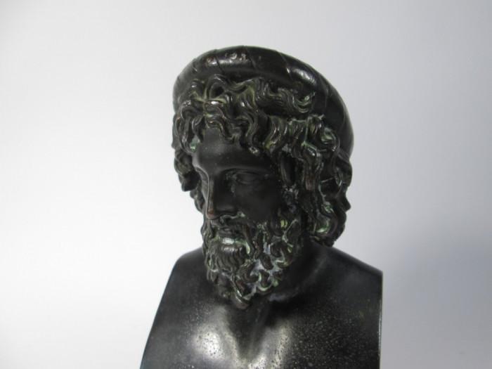 g Bust vechi de personaj grec, antimoniu patinat, statueta veche
