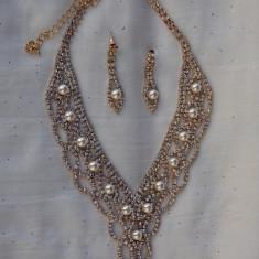 Colier trendy si elegant, auriu sau marsala, lungime reglabila (Culoare: AURIU, Marime: UNIVERSAL)