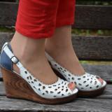 Sanda alba tip pantof cu varf decupat si design de perforatii (Culoare: ALB, Marime: 39)