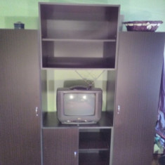 Mobila cu rafturi si dulapuri