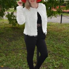 Jacheta eleganta tip bolero, de culoare alba, model scurt in talie (Culoare: ALB, Marime: 40) - Jacheta dama