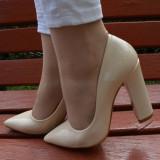 Pantof casual tip stiletto cu toc gros, inalt, de culoare bej simplu (Culoare: BEJ, Marime: 37) - Pantof dama