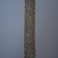 Bratara lata cu strasuri incolore aplicate simetric pe fond auriu (Culoare: AURIU) - Bratara din margele