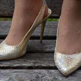 Sanda de ocazie cu bareta in spate, nuanta aurie, cu toc inalt (Culoare: AURIU, Marime: 37) - Pantof dama